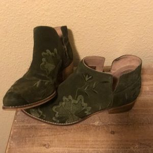 Olive green suede booties with embroidery